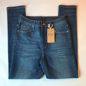 NWT Artistic Milliners High Rise Cropped Jeans
